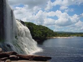 Wasser im Canaima Nationalpark bei einer Reise durch Venezuela.