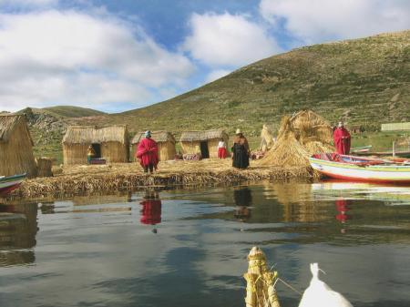 Entdecken Sie den schönen Titicaca See und seine örtlichen Kulturen in Bolivien