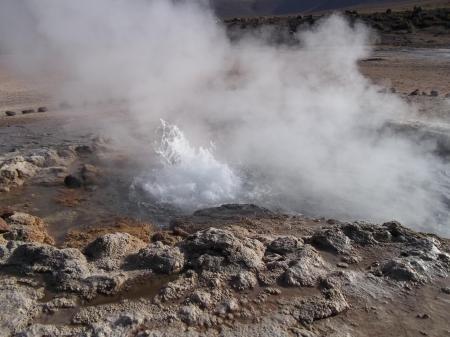 Besuchen Sie aktive Geysire in der Wüste bei San Pedro de Atacama in Chile