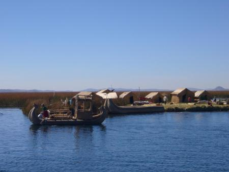 Erleben Sie den atemberaubenden Titicaca See und die am See gelegene Stadt Puno in PEru