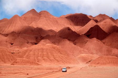 Reisen Sie mit uns in die rote Wüste des Canyon der Quebrada de las Conchas in Argentinien