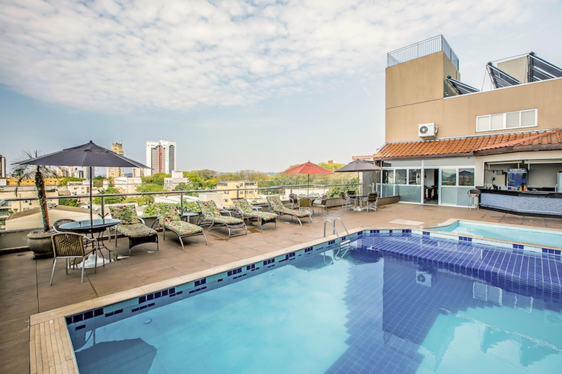 Aussenansicht mit Pool des Hotel Del Rey in Foz do Iguacu, Brasilien