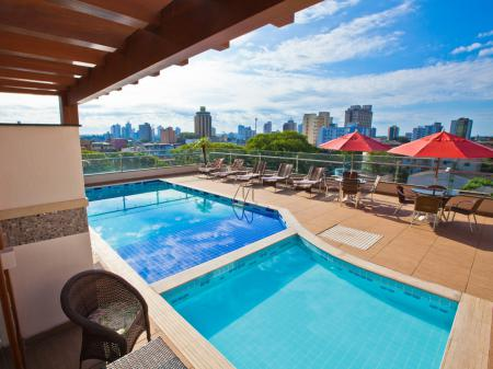 Dachterrasse mit Pool des Hotel Del Rey in Foz do Iguacu, Brasilien