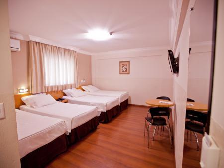 Vierbettzimmer des Hotel Del Rey in Foz do Iguacu, Brasilien
