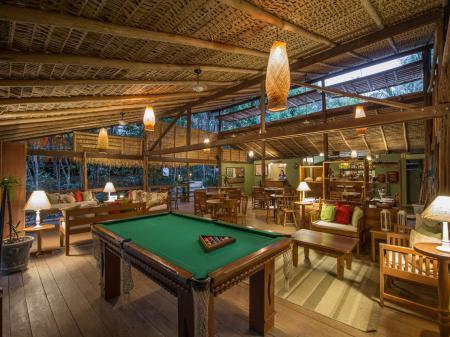 Gemütlicher Aufenthaltsbereich der Anavilhanas Lodge