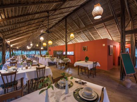 Schönes Restaurant in der Anavailhanas Lodge