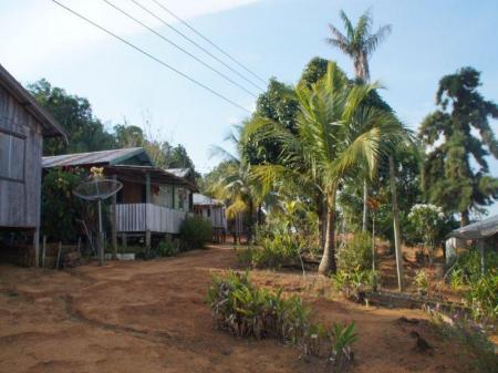 Typische Siedlung im Amazonasgebiet
