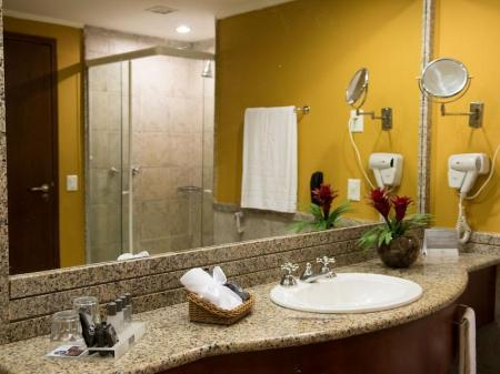 Deluxe Hotel Hotel Vila Gale Eco Resort de Angra All Inclusive Standard Apartment Bad