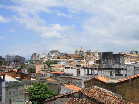 Ausblick über die Dächer der bunten Stadt Salvador da Bahia