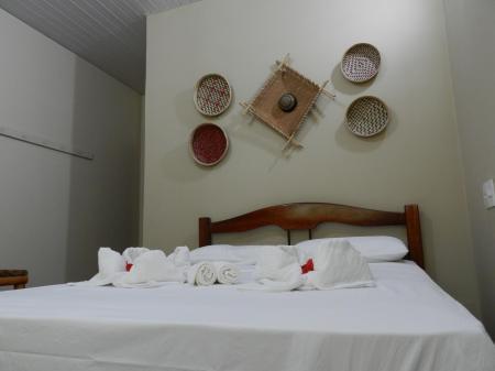Rustikal dekoriertes Zimmer der Turtle Lodge