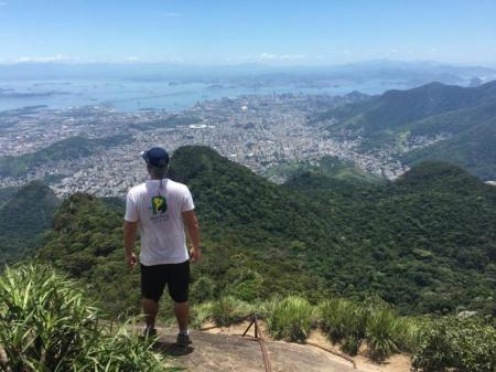 Guide von Aventura do Brasil blickt auf Rio de Janeiro