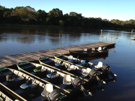 Auf Ausflügen per Boot das Süd-Pantanal entdecken