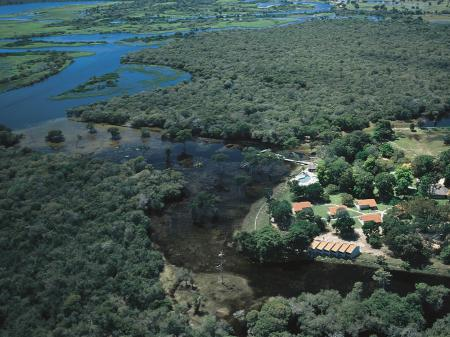 Luftaufnahme der Pousada Rio Mutum im Nord-Pantanal