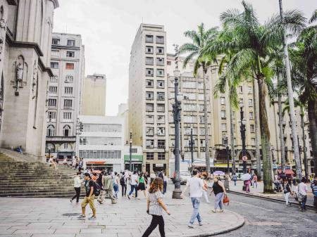 Geschäftigees Treiben in der Millionenmetropole Sao Paulo