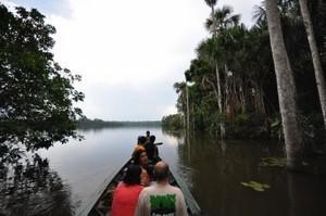 Peru Reise Amazonas Boot