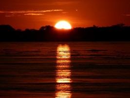 Sonnenuntergang in der Corto Maltes Amazonia Lodge bei einer Reise durch Peru.