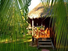Peru Corto Maltes Amazonia Lodge Bungalow mit Terrasse