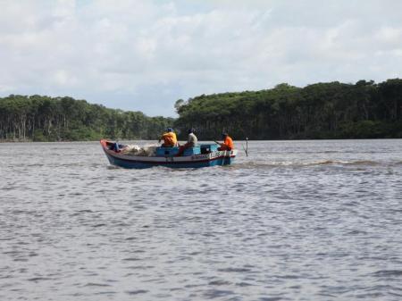 Fischer bei Cabure unterwegs auf dem Rio Preguicas