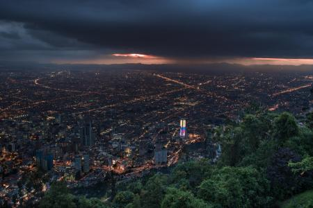 Begeben Sie sich auf eine Stadttour in Kolumbiens Hauptstadt Bogota und sehen Sie sich die Stadt von oben an