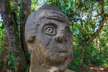 Erkunden Sie die präkolumbianische Ausgrabungsstätte San Agustin und die geheimnisvollen Statuen in Kolumbien