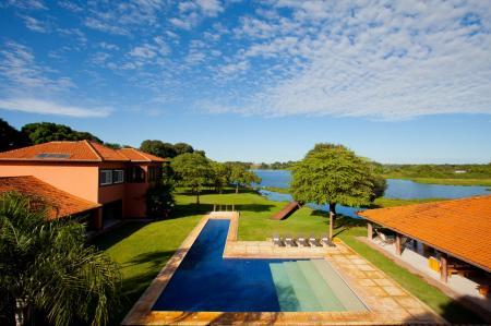 Pool Hauptgebäude Caiman Lodge_Credits_Sidney_Bloch