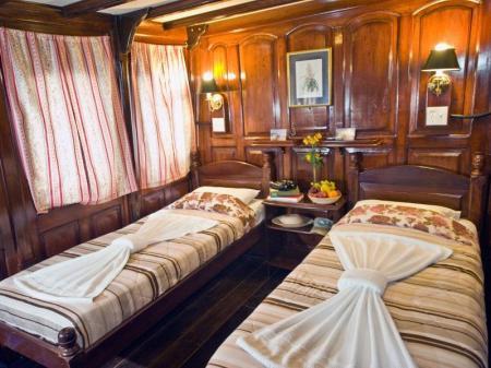 Kabine der Kategorie Yellow Stateroom mit 2 Einzelbetten