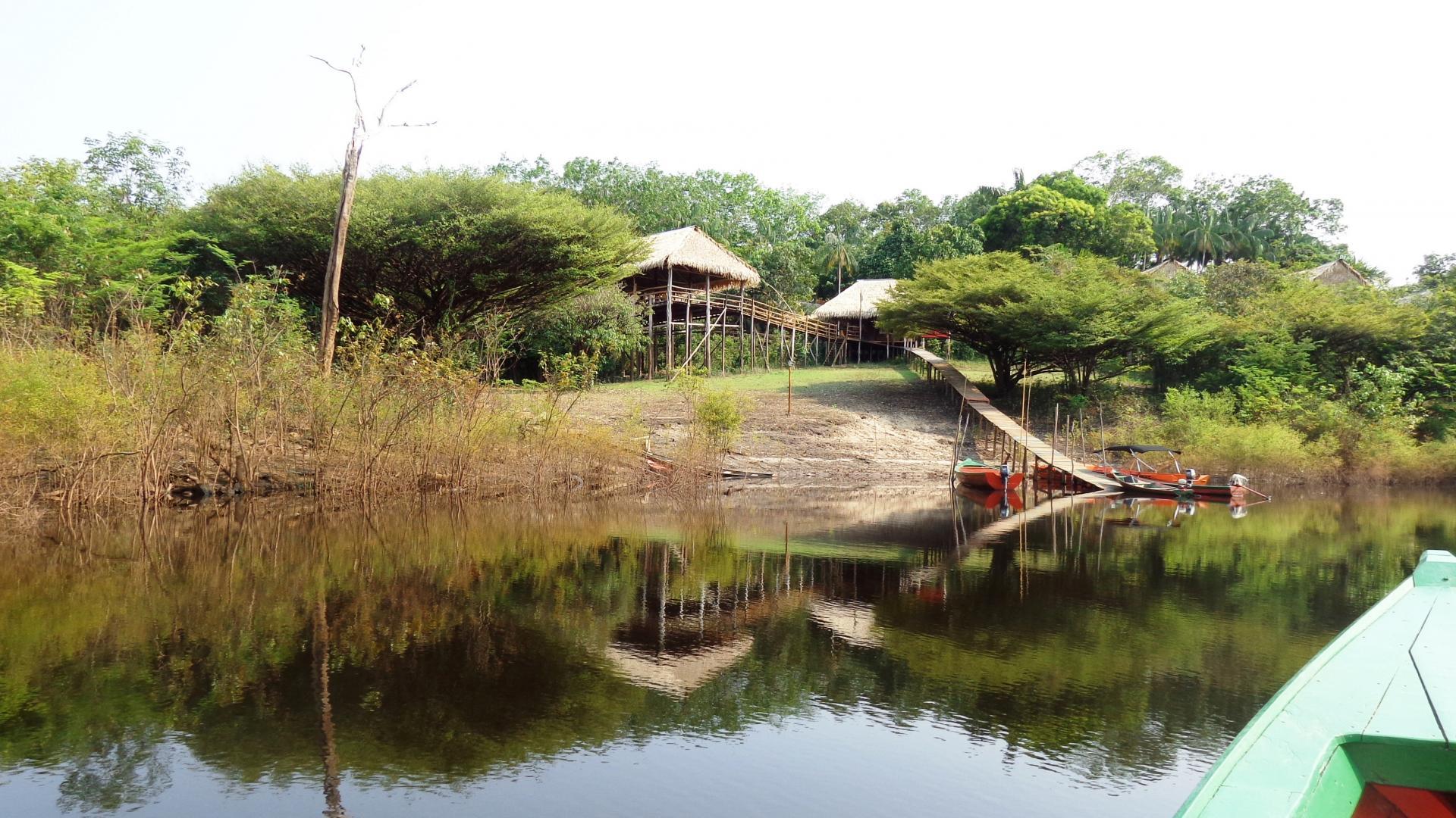 Bootsanleger vor der Tariri Amazon Lodge