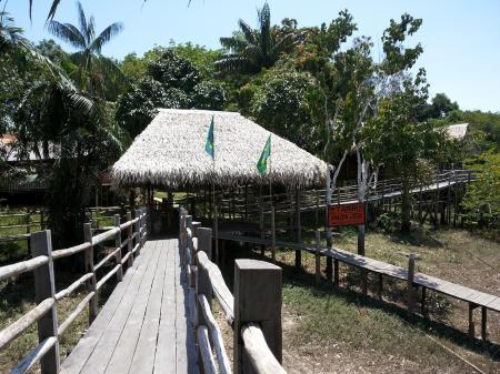 Eingang Tariri Amazon Lodge