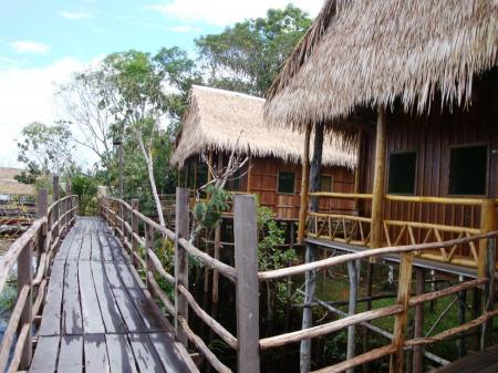 Hütten und Stege Tariri Amazon Lodge
