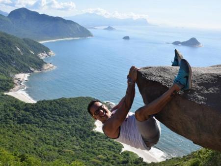 Fotomotiv Pedra do Telegrafo an der Küste bei Rio