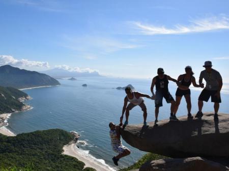 Gruppenfoto Pedra do Telegrafo an der Küste bei Rio