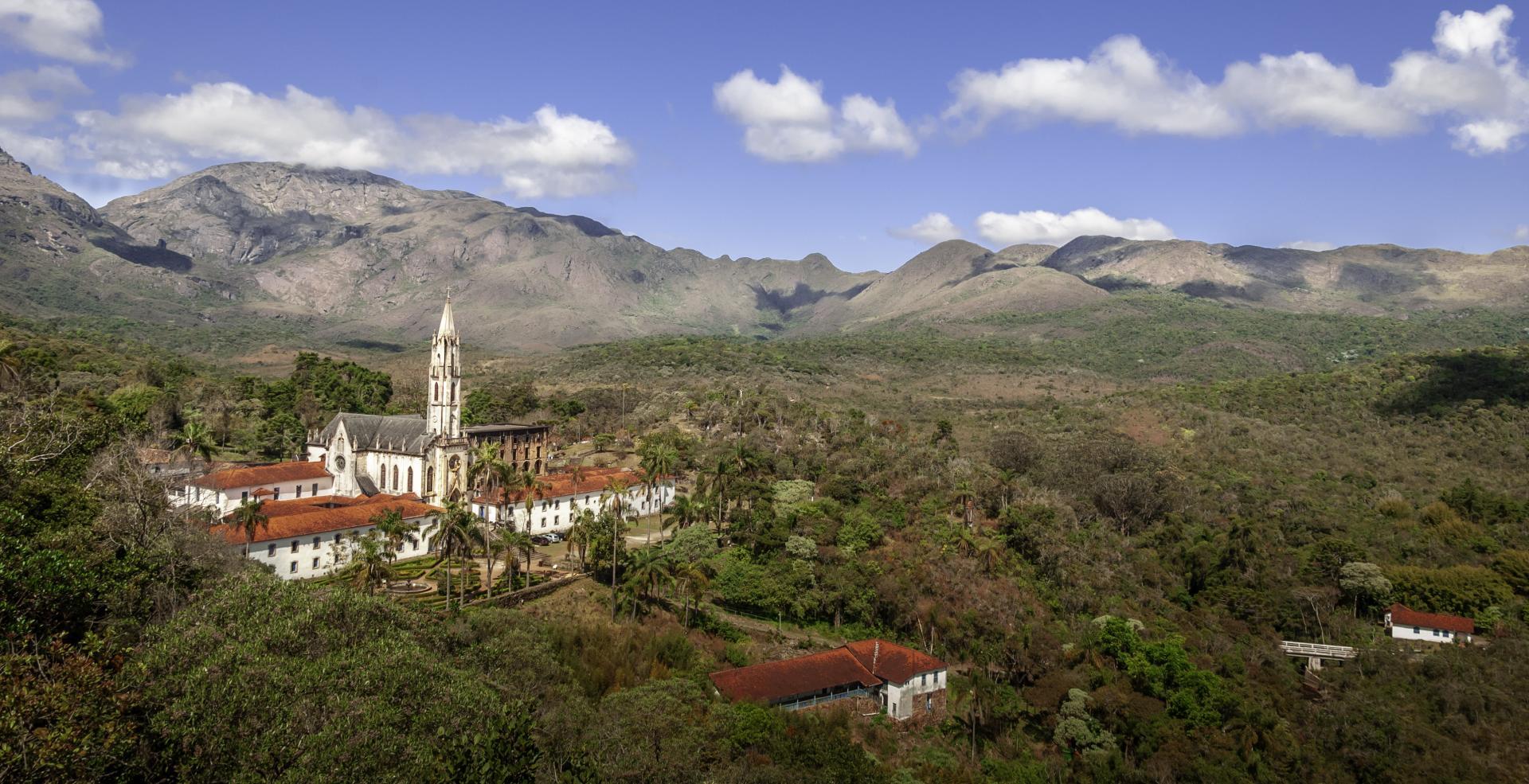 Luftaufnahme der Kloster-Pousada Serra do Caraca, auf der Goldroute in Brasilien