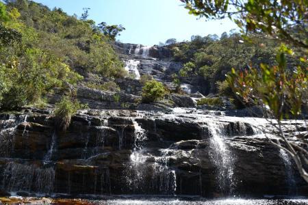 Ein Wasserfall in den Bergen Serra do Caraca auf der Goldroute in Brasilien