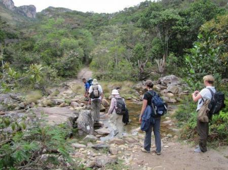 Wandergruppe im Atlantischen Regenwald
