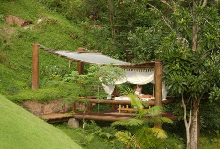 Massage und Wellnessbereich im Garten des Hotel Cantos das Aguas