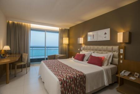 Ein Doppelzimmer mit Meerblick im Hotel Luzeiro