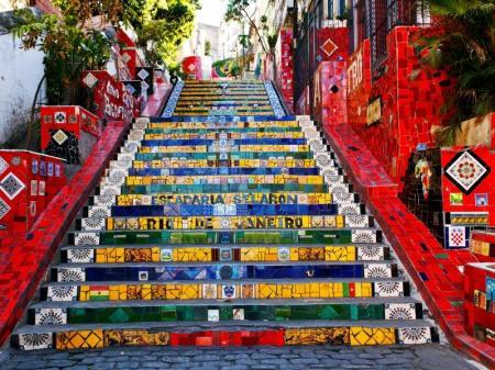 Die bunt gekachelte Selaron Treppe in Rio de Janeiro